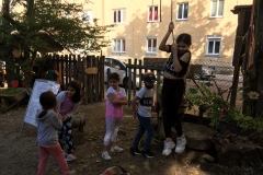 Kinder-beim-Eingang
