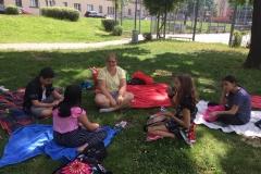 Kathi-spielt-mit-Kids-Picknick
