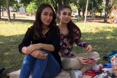 Parisa-und-Zainab-Picknick
