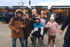Domenika und Kinder Markt