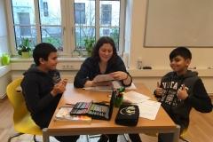 Gruppe beim Lernen Muriel