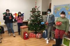 Gruppenfoto-Qodrin-Gruppe-Geschenke